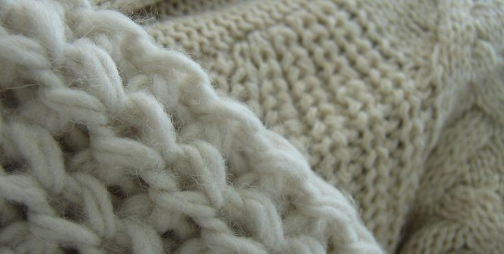 Heb je last van een kriebel sjaal of trui? Stop hem een nacht in de vriezer en de kriebel verdwijnt! #tip Meer tips? www.hulpstudent.nl