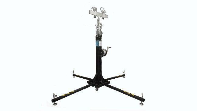 PL-581  - Altura Mínima 1.9m - Altura Máxima 5.1m - Carga Mínima 25kg - Carga Máxima 100kg  - Cabestrante con autofreno que permite la evelación de cargas muy pesadas. - Sistema de polea y pasador de seguridad en cada sección. Vértice con refuerzo. - Incluye un nivel de burbuja para asegurar el equilibrio y la verticalidad de la torre. - Contiene cuatro patas estabilizadoras muy resistentes con base de goma. - Cuatro tramos extensibles fabricados en acero.