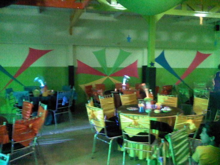 decoración fiesta neón