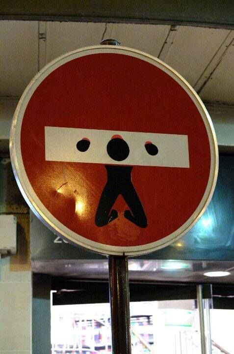 street art by Clet in Paris http://restreet.altervista.org/clet-lartista-dei-cartelli-stradali/