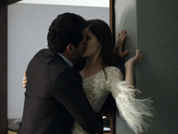 Camila Queiroz agradece parceria com Rodrigo Lombardi: 'Foi maravilhoso comigo'