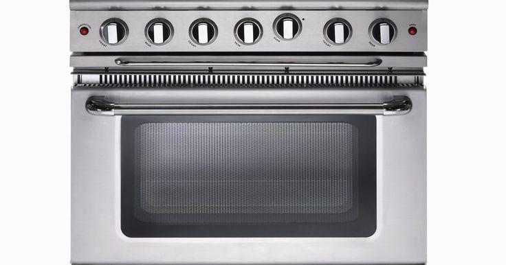 Cómo quitar los rasguños del acero inoxidable. Los utensilios de cocina de acero inoxidables son populares desde hace bastante tiempo debido a su durabilidad y resistencia. Recientemente, muchos consumidores, también han optado por usar el acero inoxidable en sus aparatos domésticos para que la cocina luzca limpia y moderna. Pero, a pesar de todas las bondades del acero inoxidable, estos ...