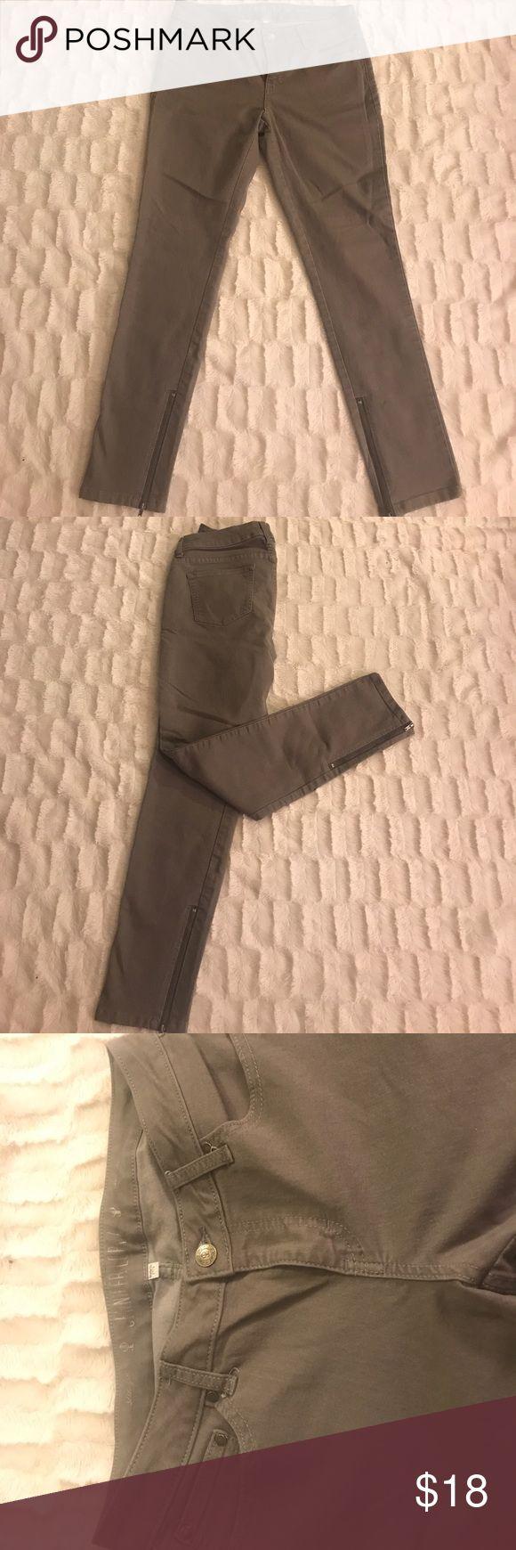 Jennifer Lopez straight leg jeans Jennifer Lopez straight leg jeans with a zipper on the ankle Jeans Straight Leg