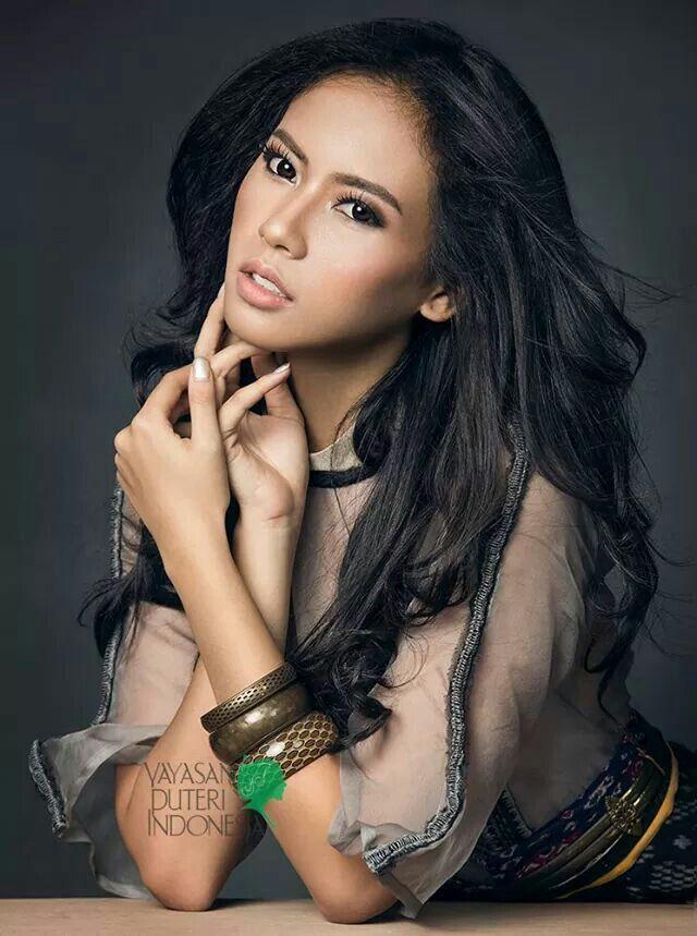 Putri Indonesia 2014 Elvira Devinamira