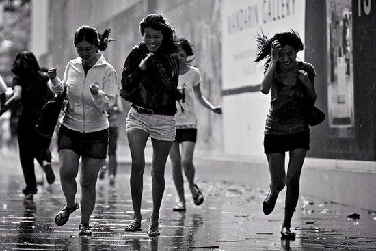 Amazing and Poetic Photography of Walking in the Rain #Photography #Rain