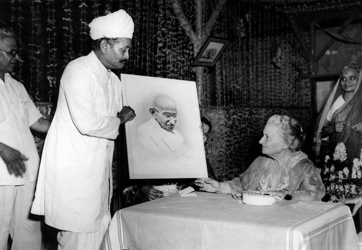Portrait of Gandhi is given to  Maria Montessori - Il Post