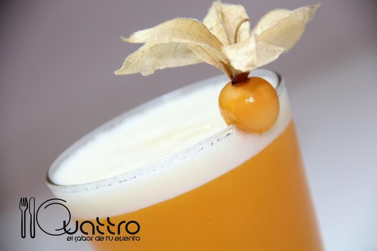 Aguaymanto Sour. Deliciosamente Selvatico!!! 100% Peruano! #quattroperu  #cocteles #tragos #peru #fiesta #reunion #shower