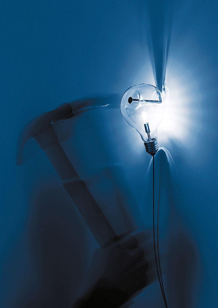 EDISON'S NIGHTMARE _ Harry Thaler, 2014 Metallo - Vetro Lampada da parete _ Edison's Nightmare è un saluto alla lampadina di Edison*, ad un sogno che ha cambiato per sempre il modo di vivere, sottraendo al sonno ore da dedicare a lettura e scrittura. Si tratta di una classica lampadina inchiodata al muro. Come un'opera d'arte. _ 230 / 240 V - 50 / 60 Hz ALOGENA 16 W 12 V - 300 lm US VERSION AVAILABLE