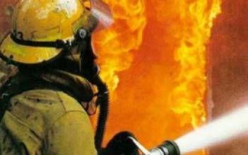 На территории трамвайного депо в Киеве сгорело два вагона трамвая - Интерфакс - Украина