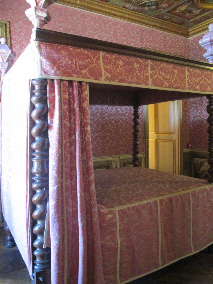 Chambre de Marie de Cossé-Brissac, duchesse de la Meilleraye. Lit du XVII°s. L'Arsenal Paris VI.