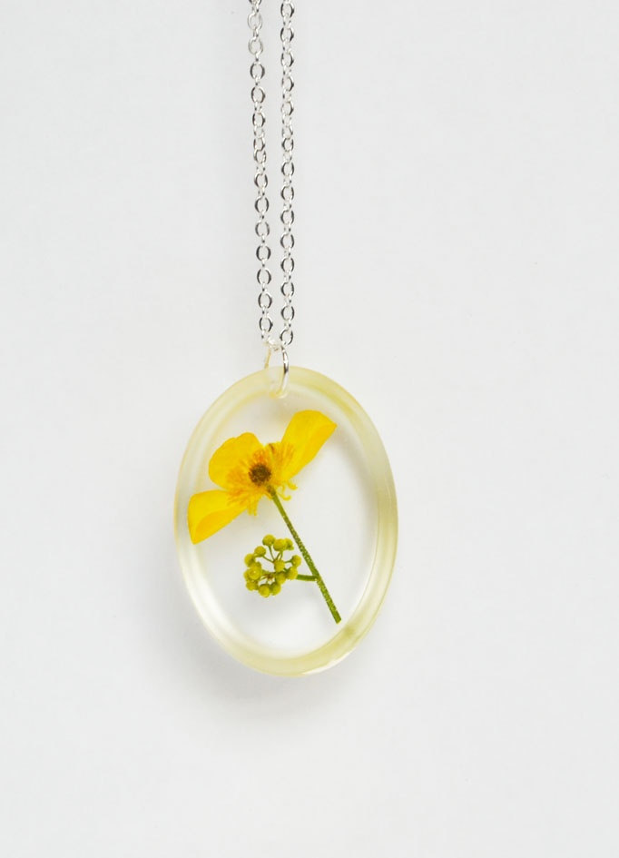 resin jewelry Love it ~ must try! #ecrafty