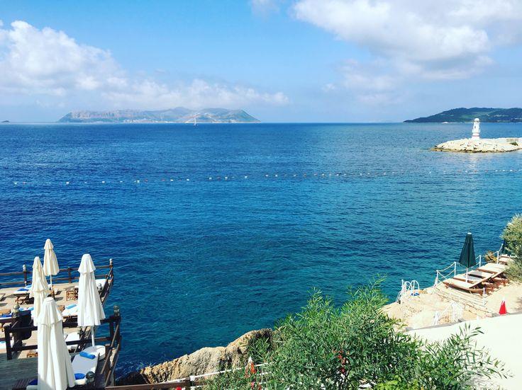 Bu Sabahki Manzaramiz Kaş Sea View Hotel'den... Rahatca konaklayip, cok keyif alabileceğiniz denize sıfır bir yer, ozellikle calisanlarin güler yüzü ve denizi harika. ☎️0242-8361014 @kucukoteller 'e  indirimli. www.kucukoteller.com.tr/sea-view-hotel-kas