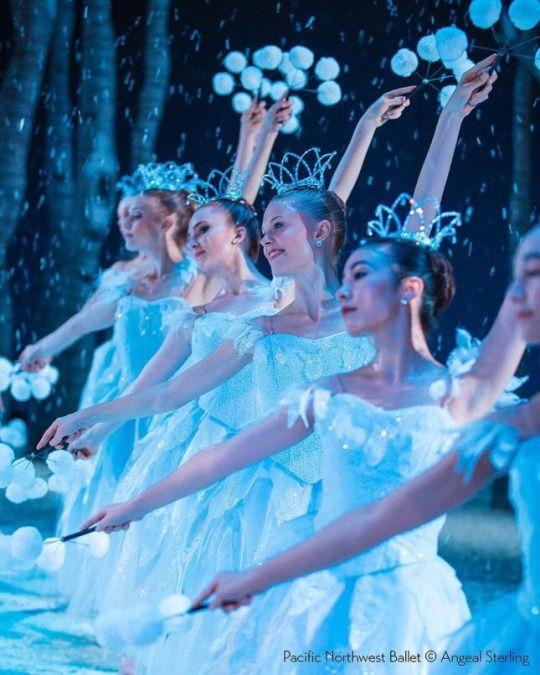 Pacific Northwest Ballet in The Nutcracker 📷 Angela Sterling