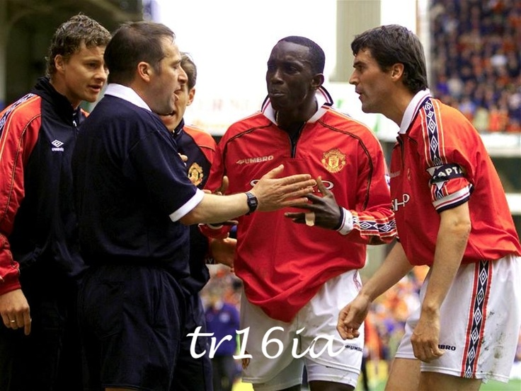 Photo of the Day:  April 11, 1999 - Roy Keane protests as his legitimate goal is ruled offside in Manchester United's FA Cup Semi Final against Arsenal at Villa Park.  The tie ended 0-0 and went to a famous replay won with THAT goal by Ryan Giggs.  Just think, if a linesman had gotten his decision correct on the 11th, we'd never have experienced that exhilaration of Ryan Giggs' amazing mazy run.  Match report:  http://goo.gl/DV1eZ