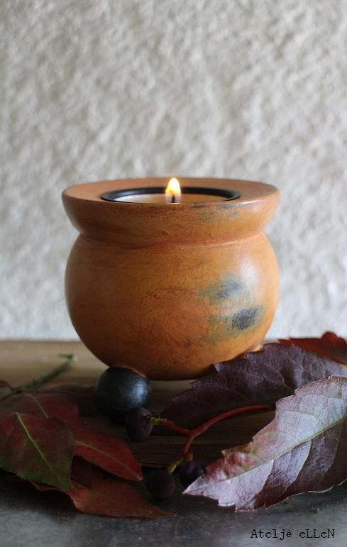 A candle for Halloween. See more http://ateljeellen.blogspot.se/