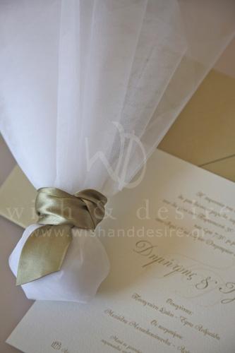 μπομπονιερα γαμου με satin κορδελα λαδί και προσκλητήριο γαμου