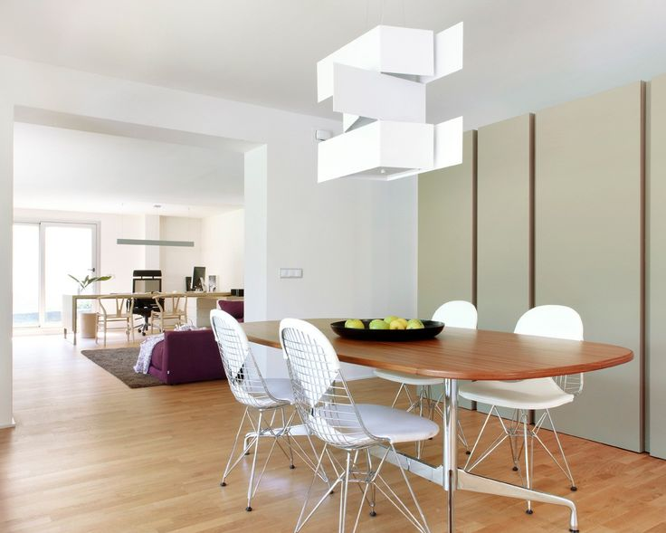Shadow is a lamp inspired by the light and shadow cast by the rays of the sun when they meet architectural structures.