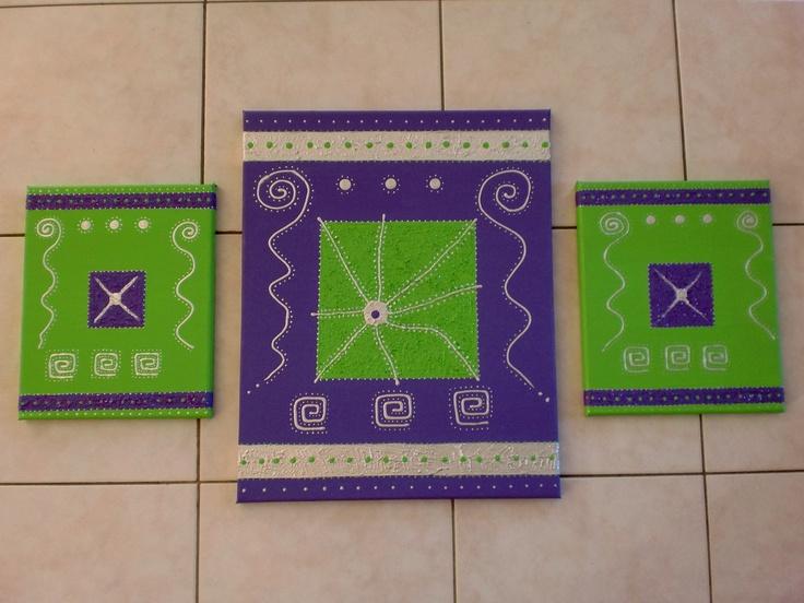 Tableau en 3 partie en acryliques,paillettes et pâte structurante mesurant pour les 2 petits 30cm sur 24cm et le grand 50cm sur 40cm.