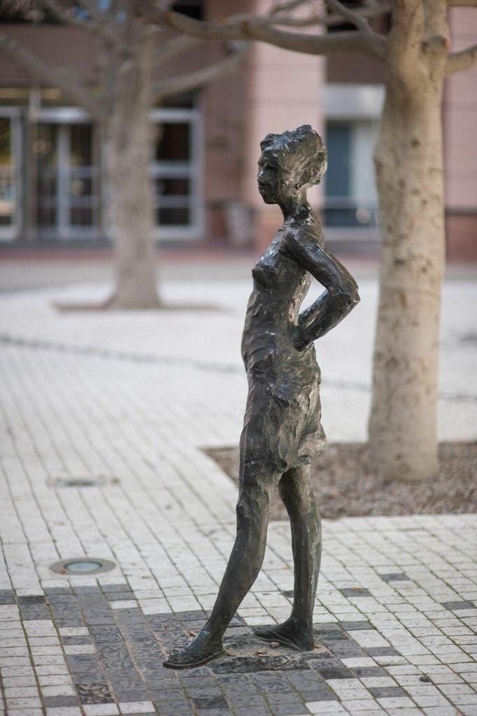 Pier Place Sculpture - Egon Tania Pier Place, Heerengracht Street