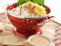 Resep Nasi Uduk Klasik ini menghasilkan sajian sederhana yang gurih dan nikmat untuk sarapan. Kombinasikan dengan menu lain seperti telur dadar atau ayam goreng.