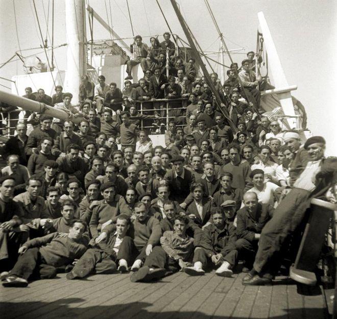 Barco Semíramis, fletado por la Cruz Roja en 1954. Volvieron 220 de los 471 prisioneros en la URSS.Recuerdos del Frente Este: 'Lo dimos todo sin pedir nada a cambio'   La Aventura de la Historia   EL MUNDO