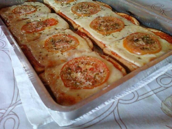 Pizza de pão de forma: super rápida!!!  :)