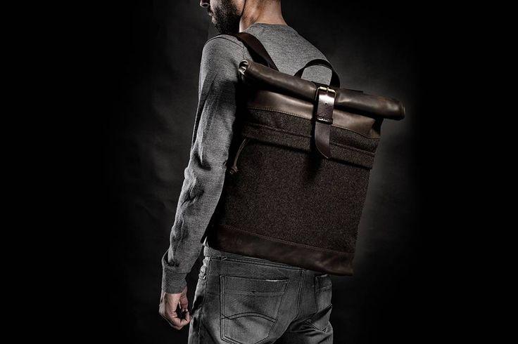 Be an original met deze mietersmooie backpack van Krukgarage. Een unieke topcombinatie van vintagelook leder en hergebruikte wollen legerjassen.