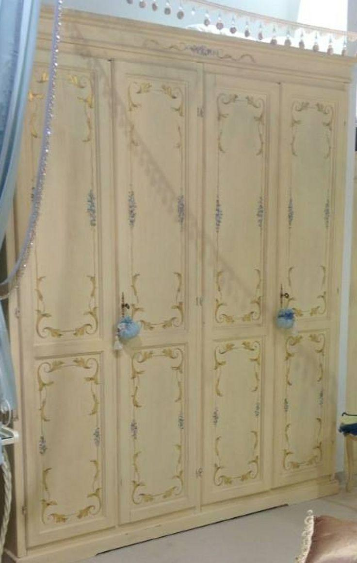 armadio avorio antico decorato a mano