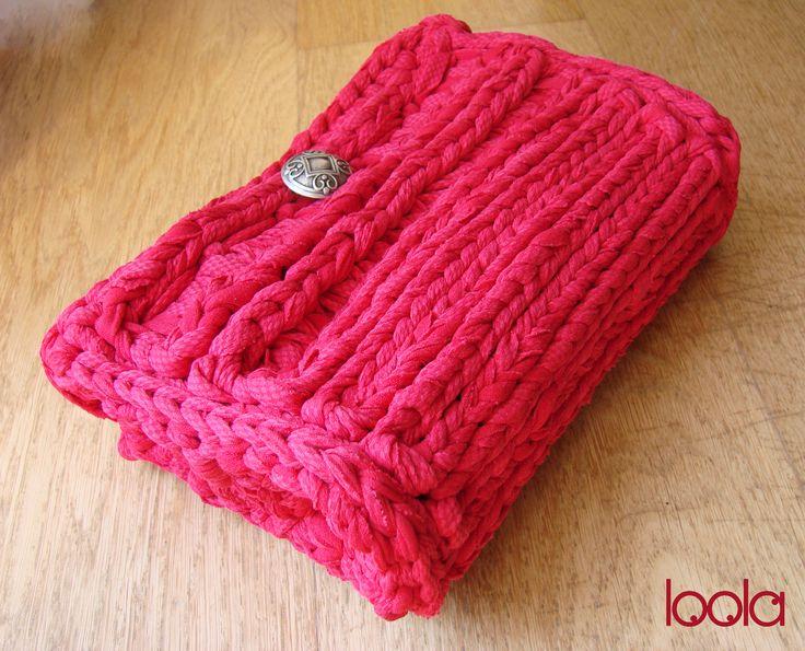 borsa lavorata all'uncinetto su rete (fettuccia rosso scarlatto)