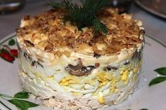 Слоёный салат с курицей , грибами и грецким орехом