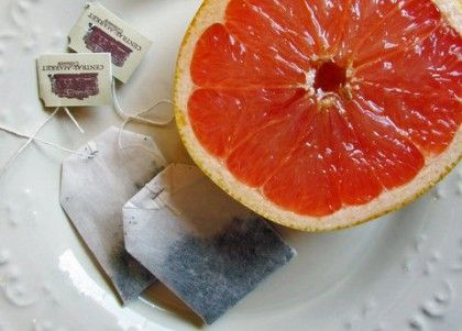 "Green Tea and Grapefruit Toner ""Rhythm of the Home"" has a bunch of great natural DIY skin care recipes, like this one designed to tighten and tone with grapefruit and green tea. See the recipe at Rhythm of the Home (+photo credit)."