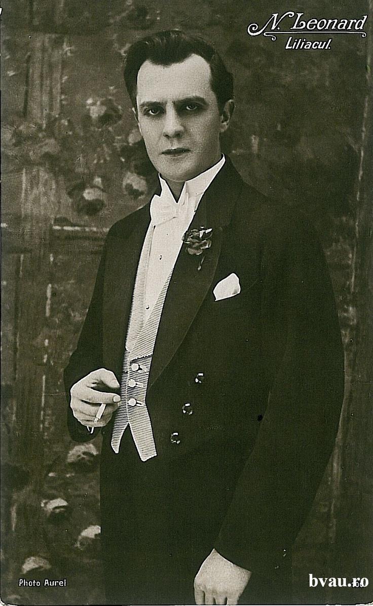 """Nae Leonard în """"Liliacul"""", Galati, Romania, anul [192_?].  Imagine din colecţiile Bibliotecii Judeţene """"V.A. Urechia"""" Galaţi."""