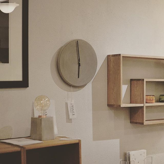 Proud to announce that J.Monier products are now available in the #medmer store at Grünerløkka  #concrete #concretedesign #lamp #wallclock #localbrand #local #grunerløkka #løkka #store #interiordesign #interiorstore #norwegiandesign #norwegianbrand #localstore #inspiration #quality #handmade #handcrafted #modern #modernart #lightbulb #watch #concreteclock #concretewatch #homeinspo #jmonier