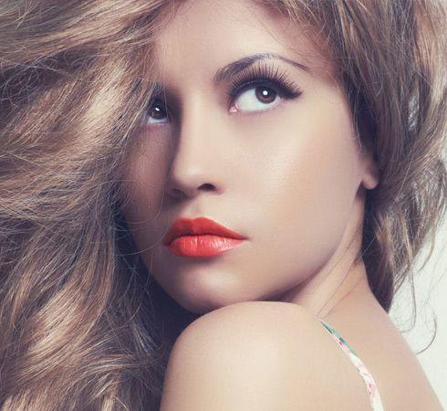 Labios rojos y pestañas largas y ya está #labiosrojos #pintalabios #pestañaslargas #pielperfecta #rostro #moda #belleza