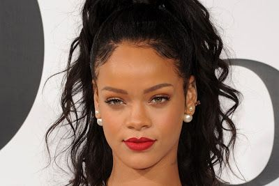 cotibluemos: Rihanna evacuada de una discoteca por tiroteo
