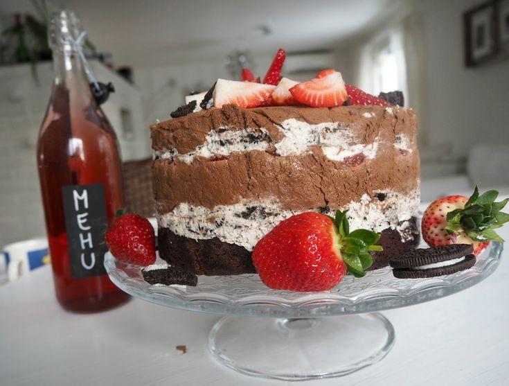 Kakku ei ole vegaaninen, eikä edes vähälaktoosinen saatika vähärasvainen. Itseasiassa se on kaikkea muuta kuin terveellistä. Mutta ai että se oli hyvää.
