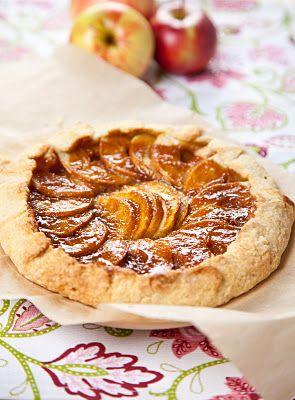 Crostata di mele caramellate, caramelized apple tart.