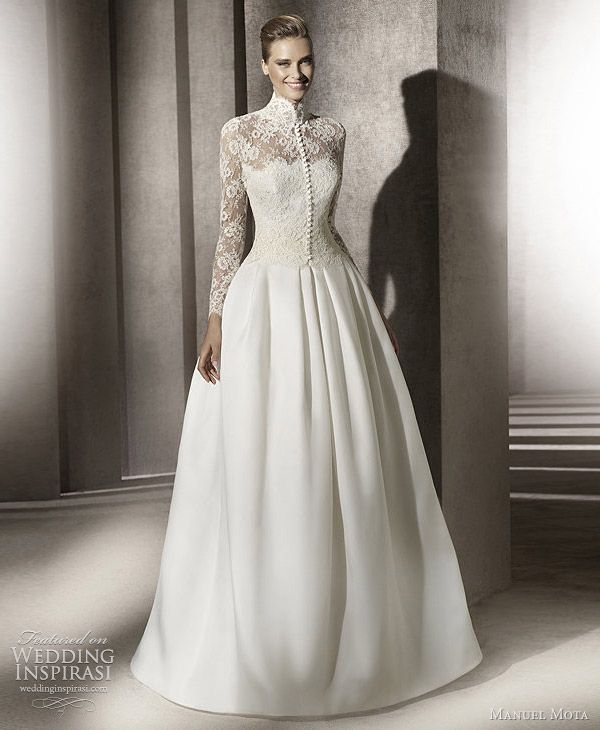 Manuel Mota 2012 - Grace Kelly inspired long sleeve lace top gown with row of buttons at bodice, Esencia.