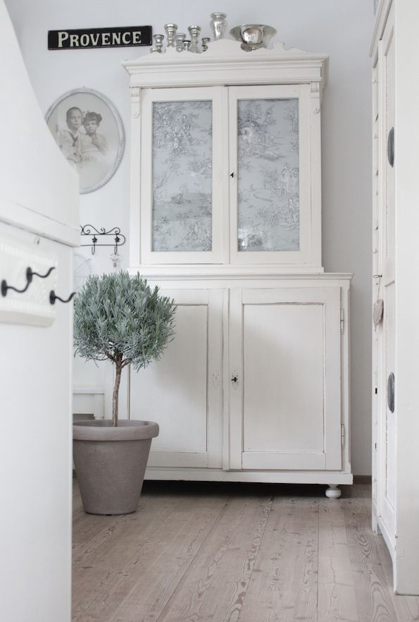 WONDERFUL COUNTRY LIFE - White and Shabby