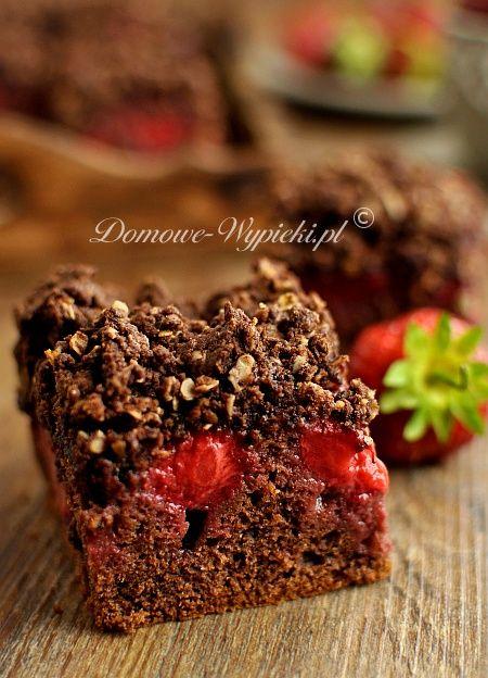 Kakaowe ciasto z owocami i kruszonką