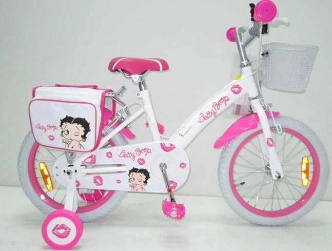 Bicicleta Betty Boop Kiss 16, Pink, Ironway    Bicicleta copii Betty Boop Kiss Pink 16 inch recomandata copiilor cu varsta intre 6-9 ani si inaltimea intre 107-138 cm.  Bicicleta realizata sub licenta Betty Boop.  Caracteristici Bicicleta Betty Boop Kiss Pink 16 Ironway:  Sa si ghidon reglabile pe inaltime.