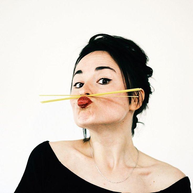 Фотосессия о том, как сильно я люблю спагетти �� и о том как спагетти легко могут превратить в итальянку. Фотограф: @sashko.danylenko �� В роли спагетти: лингвини ���� #spaghetti #italian #linguine #pasta #italianpasta #i❤️spaghetti #italians #italiancuisine #mediterraneandiet #mediterraniangirl #mediterranean http://w3food.com/ipost/1502669076210714180/?code=BTajZA2gQZE