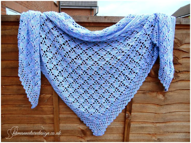 Crocheted pink and blue shawl from the pattern (link) below / Szydełkowa różowo - błękitna chusta według wzoru z >link<