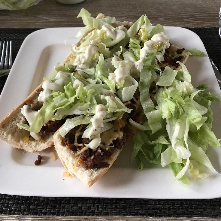 #watetenwevandaag??? Lekker zelfgemaakte broodjes taco uit de oven!!!