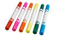 Ce crayon feutre à double côté: un feutre régulier d'un côté et une étampe de l'autre, permet aux enfants de pratiquer leur motricité fine.