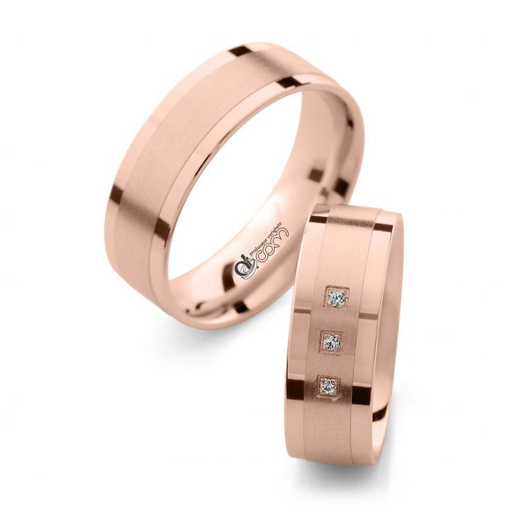 30 % REDUCERE pentru perechea de verighete de lux din aur roz cu diamant Sofia.   http://www.verigheteatcom.ro/verighete-atcom-lux-sofia-aur-roz_918.html
