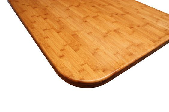Unser Fabrikationsteam hat diese Karamell-Bambus-Arbeitsplatte mit einer 6mm Kantenabrundung und einer 100mm Radius-Ecke versehen. Sie eignet sich unter anderem als Kücheninsel oder Esstisch:  http://www.worktop-express.de/holzarbeitsplatten/arbeitsplatten-karamell-bambus.html