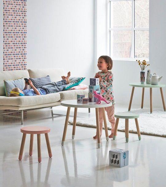 Mesa infantil y taburetes Flexa http://www.mamidecora.com/muebles-infantiles-flexa-play.html
