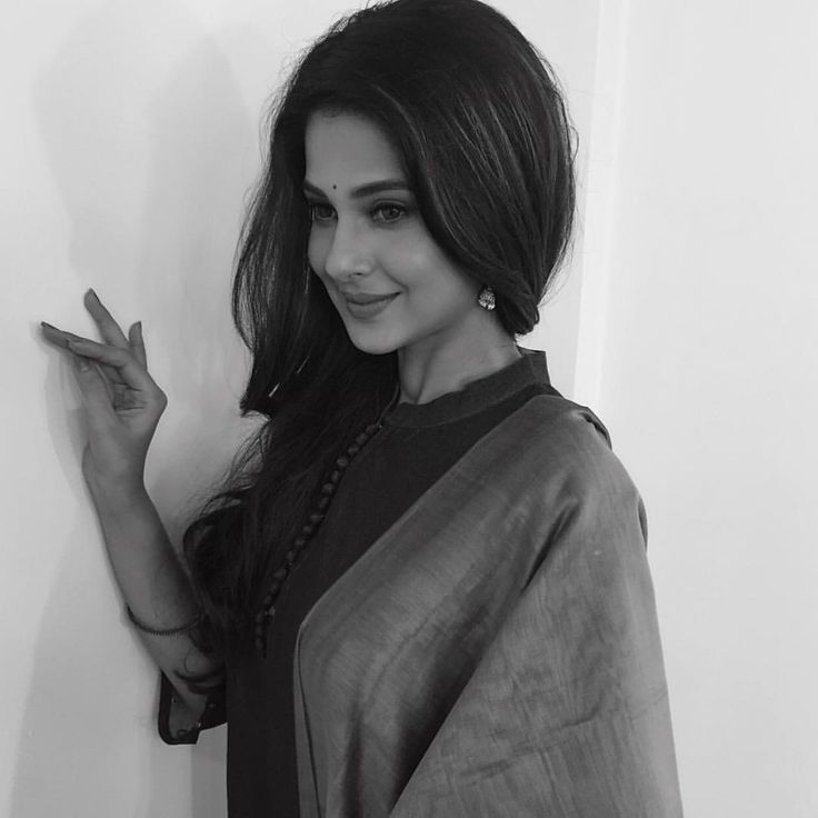 "72.1k Likes, 1,108 Comments - Jennifer Winget (@jenniferwinget1) on Instagram: ""Wishing all of you and your loved ones a blessed Eid..#eidmubarak"""