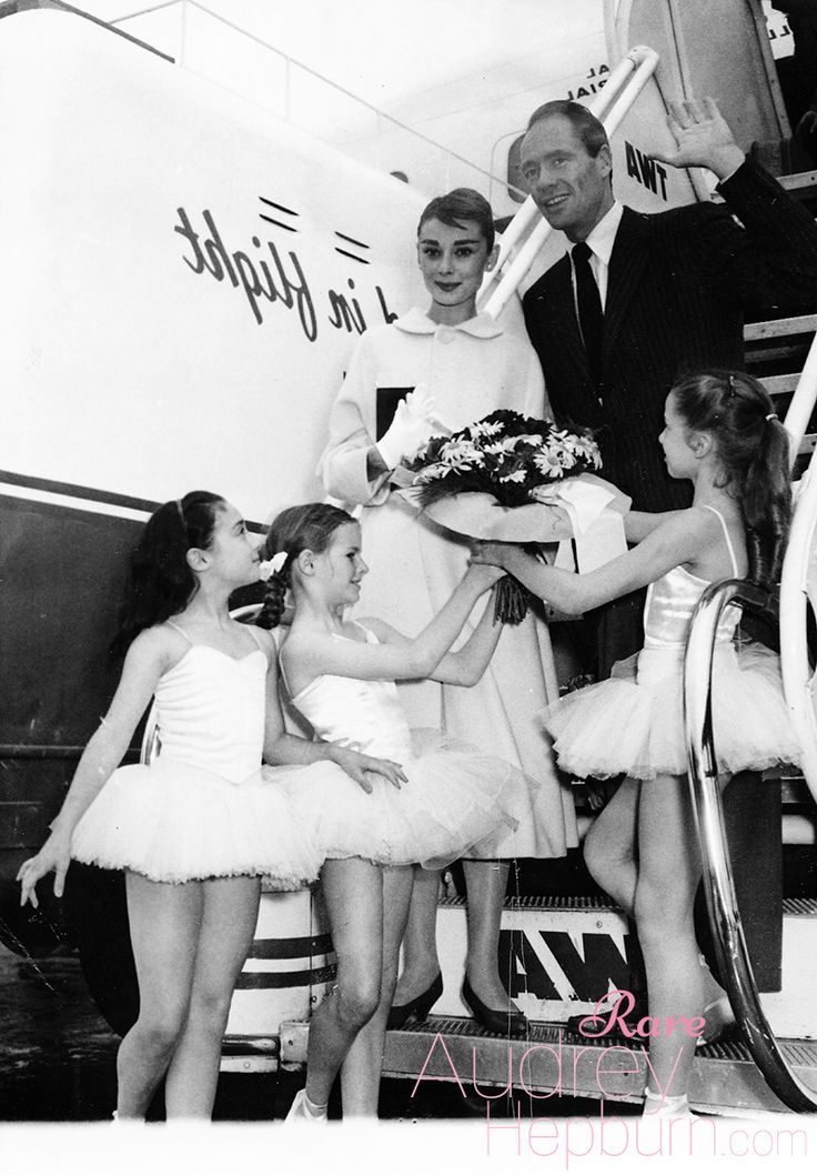 I recently received a gift from my dear friend Liza of Timeless Audrey Hepburnand I wanted to share it with all of you! Thank you, Liza!Tiny ballerinas from the Paris Opera give a big welcome and a bouquet to actress Audrey Hepburn as she arrives at the Paris airport with her husband, actor Mel Ferrer. Audrey's in the French capital to film a Hollywood movie called Funny Face,June 2, 1956.